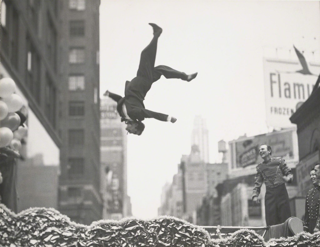 New York, 1955 © Garry Winogrand . Sumber : Artsy.net